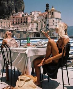 summer aesthetic 5 Ways To Travel With A Budget This Summer - Ways To Travel, Places To Travel, Places To Visit, Travel Pics, Travel Ideas, Travel Destinations, European Summer, Italian Summer, European Travel