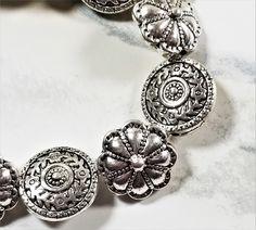 Upcycled Crafts, Craft Items, Pocket Watch, Bracelet Watch, Bracelets, Creative, Accessories, Jewelry, Jewlery