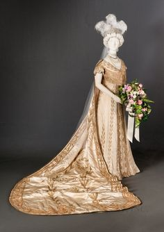 Court gown & train London, England Redfern 1907 Museum Purchase, Funds provided by Yvonne Hummel
