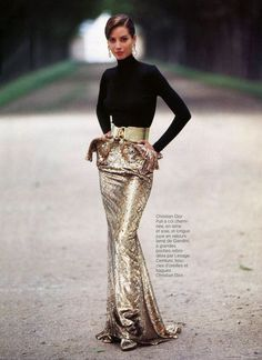 Christy Turlington in Christian Dior by Arthur Elgort, Vogue Paris 1991 Haute Couture Style, Dior Couture, Christy Turlington, Fashion Week, Look Fashion, High Fashion, Womens Fashion, Estilo Glamour, Mode Glamour