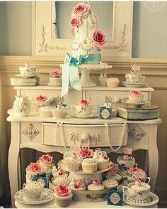 Qualquer móvel pode virar mesa para seu chá de panela e chá de lingerie.. Solta a criatividade!! Via @prontaparaosim