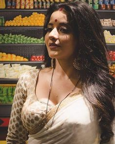 Monalisa in Transparent Saree exposing melons Beauty Full Girl, Beauty Women, Most Beautiful Indian Actress, Beautiful Actresses, Indian Beauty Saree, Actress Photos, Bhojpuri Actress, India Beauty, Girls