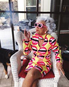 Designer Clothes, Shoes & Bags for Women Moda Mania, Stylish Older Women, Photographie Portrait Inspiration, Estilo Hippy, Look Plus, Advanced Style, Aging Gracefully, Geometric Patterns, Old Women
