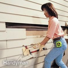 Don't be intimated by vinyl siding. We'll show you how to install it and make repairs. You can save money when you install vinyl siding. Fiber Cement Siding, Wood Siding, Exterior Siding, Vinyl Siding Repair, Hardboard Siding, Grand Menage, Home Fix, Rest, Diy Home Repair
