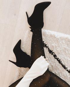 "EIRÍN KRISTIANSEN on Instagram: ""Tis' the season to sparkle 🥳 #christmaaasssss"""