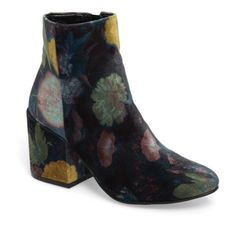 Women's Treasure & Bond Marian Block Heel Bootie (1.730 ARS) ❤ liked on Polyvore featuring shoes, boots, ankle booties, blue floral velvet, chunky booties, floral boots, bootie boots, blue ankle booties and floral booties