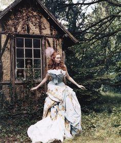 walkingthruafog: Lily Cole by Arthur Elgort for Vogue UK November 2004