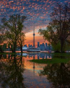 Wonderful Cityscapes and Landscapes in Toronto by Argen Elezi - Canada Travel Cityscape Photography, Landscape Photography, Travel Photography, Backpacking Canada, Canada Travel, Ontario, Outdoor Activities For Adults, Visit Canada, Canada Canada