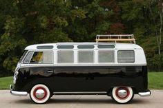 Perfect 1963 Volkswagen Microbus, just needs a coat of pastel blue paint. Transporteur Volkswagen, Volkswagen Transporter, Vw T1, Vw For Sale, Vw Minibus, Vw Vanagon, Combi Ww, Vw Caravan, Combi Split