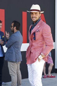 Homme élégant et style vestimentaire romantique, lunettes de soleil, Mariano Di Vaio,