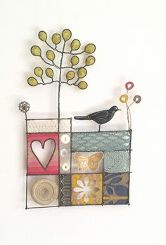 Made By Hand Online - Black Bird mixed media by Liz Cooksey at madebyhandonlineLiz Cooksey - Textile Artist - Work for SaleBlack Bird on Garden Wall Diy Artwork, Stained Glass Patterns, Wire Crafts, Textile Artists, Linocut Prints, Wire Art, Fabric Art, Artist At Work, Collage