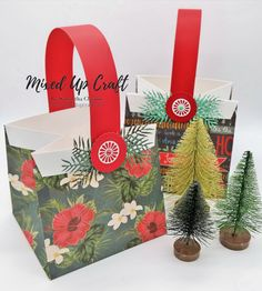 Hi everyone, I have another fold flat gift bag… can't you tell I just love making things! These short & wide fold flat gift bags are perfect for cupcakes and mini Birthday or Christ… Gift Baskets For Women, Wine Gift Baskets, Boyfriend Gift Basket, Boyfriend Gifts, Mason Jar Gifts, Wine Gifts, Creative Gift Wrapping, Creative Gifts, Wrapping Ideas