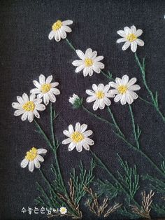 Hand Embroidery Projects, Embroidery On Clothes, Embroidery Flowers Pattern, Hand Embroidery Stitches, Hand Embroidery Designs, Embroidery Techniques, Ribbon Embroidery, Floral Embroidery, Cushion Embroidery