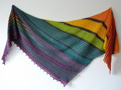 This colourful shawl is playing with colours and stripes.