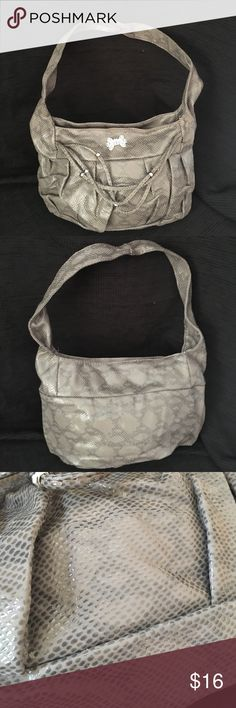 🍒🍒2 for $12 Taupe an Gray Faux Snake Skin Purse NWOT Taupe and Gray Faux Snake Skin Design and Faux Leather purse. Inside has a small accessory pocket with zipper. Purse zippers closed. Approx 14?inches x 9 inches x 5 inches. Shoulder strap is approx 10 inches long. Ask questions! Bundle L26 Bags Shoulder Bags