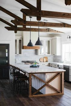 Farmhouse Kitchen Island, Kitchen Island Decor, Modern Farmhouse Kitchens, Home Decor Kitchen, Kitchen Styling, Country Kitchen, New Kitchen, Kitchen Ideas, Kitchen Islands