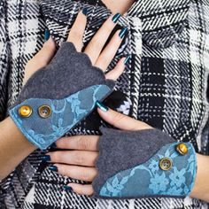 Keep your hands warm this fall with our stylish fingerless gloves.  Free pattern and video tutorial available.
