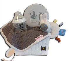 Kraampakket natural bunny uit de online shop van Babyaccessoires.eu, met de handige labeltjes die de tastzin en motoriek van je baby'tje helpen ontwikkelen.