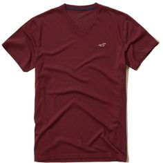 Hollister Must-Have V Neck T-Shirt (26 BRL) ❤ liked on Polyvore featuring men's fashion, men's clothing, men's shirts, men's t-shirts, burgundy, mens v neck shirts, mens burgundy shirt, men's v neck t shirts, mens slim shirts and mens slim fit shirts