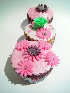 Pink and purple cupcakes fondant