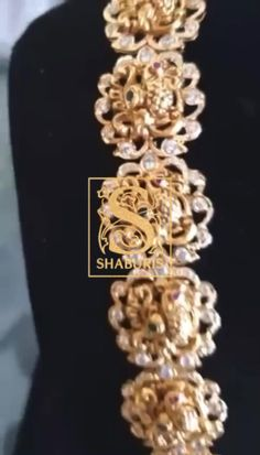 Gold Temple Jewellery, Silver Jewellery Indian, Indian Wedding Jewelry, Bridal Jewellery, Gold Jewelry, Indian Jewelry Earrings, Jewelry Design Earrings, Gold Earrings Designs, Vaddanam Designs