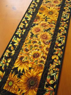 Handmade Quilted Table Runner Sunflowers - my mum loved sunflowers Table Runner And Placemats, Table Runner Pattern, Quilted Table Runners, Summer Quilts, Fall Quilts, Sunflower Quilts, Place Mats Quilted, Quilted Table Toppers, Tablerunners