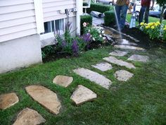 Try these DIY garden paths and backyard walkway ideas you can do this weekend! We all love a garden path, whether winding or straight! Backyard Walkway, Flagstone Walkway, Walkway Ideas, Path Ideas, Slate Walkway, Pallet Walkway, Slate Paving, Paver Path, Concrete Walkway