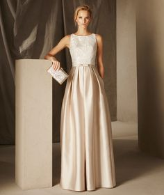 Britany - Cocktail dress with a crew neckline and fitted waist, in lace