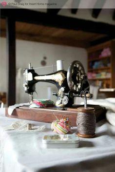 La machine à coudre est sans nul doute l'élément indispensable à avoir pour commencer la couture. Seulement,lorsque l'on débute on peut se sentir noyé au milieu de toutesles marques et de t…