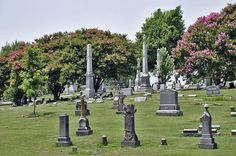 Elmwood Cemetery and park in Memphis, TN