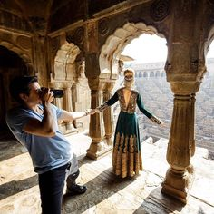 Russian photographer Murad Osmann and his model and wife Nataly are back in India for a new shoot. The couple has also released a behind-the-scenes video of their first visit to India last February, which offers a peek into what goes into the making of their gorgeous pictures.