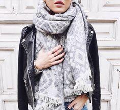 [BLOGGERS] ¡Nos vamos al trabajo sin pasar frío! Inspírate con los looks que te proponemos  En #Modalia | http://www.modalia.es/bloggers-de-moda/10161-estilismos-para-no-pasar-frio.html