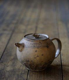 lindasinklings:    lindasinklings:  Norikazu Oe Teapot  (via Norikazu Oe Teapot - Analogue Life) Erfolg im Abitur - Mit ZENTRAL-lernen. Kostenloser Lerntypen-Test