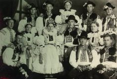 Obec Hradčovice :: Kroj 1932 Extraordinary People, European Countries, Vintage Pictures, World Cultures, Czech Republic, Old Photos, The Past, Around The Worlds, Costume