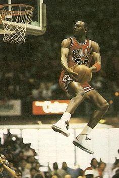 Pills Mix: Michael Jordan - Data y Fotos Michael Jordan Art, Michael Jordan Pictures, Michael Jordan Basketball, Michael Jordan Dunking, Basketball Legends, Sports Basketball, Basketball Players, Basketball Cookies, Sports Images