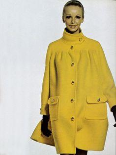 Vogue Italia November 1968 adore the coat Sixties Fashion, 60 Fashion, Fashion History, Retro Fashion, Fashion Photo, Autumn Fashion, Vintage Fashion, Mode Vintage, Vintage Vogue
