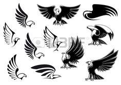 Adler Silhouetten die fliegen und stehen V gel mit ausgebreiteten Fl geln in Grundriss Skizze Stil f Lizenzfreie Bilder
