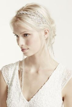 Vintage style crystal chain fringe headband.  Crystal chain headband features 1920's inspired fringe detail.  Fringe hangs from each side and is removable.  Imported.