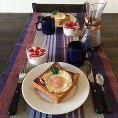 朝ごはんはダブルチーズサンドのハムエッグのせ昨日の残り半斤のラテールの角食パンにチーズを挟みハムエッグをのせて焼きます半熟卵ととろけたチーズは絶妙です笑今日から新年度GWまでは忙しいなぁ Breakfast in my house (ڡ)  01.April.2016 #gohan #パン #朝ごパン #あさごはん #coffee #design #fooddesign #bread #food #Bakery #cafe #dinner #sweets #Breakfast #Wine #Pasta #sandwich #Bagel #instafood by tokyogt_ig