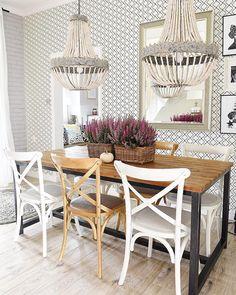 Die Stühle Gatson Im Freundlichen Naturbraun Passen Mit Ihrem Französischen  Vintage Flair Perfekt In Den Raum. Hier Nehmen Wir Gerne Platz! // Esszimmer  ...
