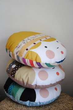 Could probably diy this Cute Pillows, Diy Pillows, Throw Pillows, Deco Kids, Sewing Projects, Diy Projects, Sewing Pillows, Sewing For Kids, Kids Decor