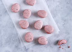 Easter egg macarons 👌 Find the recipe on website www. Dog Food Recipes, Dessert Recipes, Desserts, Macarons, Easter Eggs, Goodies, Sweets, Snacks, Ethnic Recipes