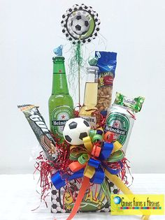 Alcohol Gift Baskets, Candy Gift Baskets, Alcohol Gifts, Candy Gifts, Beer Gifts, Diy Gifts, Crafts For Boys, Diy And Crafts, Candy Bouquet