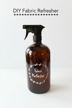 Create your own DIY fabric refresher spray using baking soda and essential oils. An inexpensive room refresher that you can make in under 5 minutes. Homemade Cleaning Products, Natural Cleaning Products, Cleaning Tips, Cleaning Recipes, Green Cleaning, Cleaning Solutions, Cleaning Crew, Homemade Soaps, Natural Products