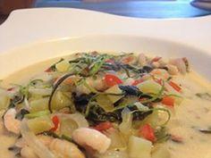 Soupe créole aux crevettes et noix de coco par Benkku81 Chicken, Meat, Food, Hot Appetizers, Poultry, Kitchens, Vegetable Gardening, Recipe, Eten
