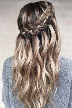 Waterfall Braid Hairstyle ★ Check out our list of the best easy braided hairstyles! ★ Waterfall Braid Hairstyle ★ Check out our list of the best easy braided hairstyles! Box Braids Hairstyles, Formal Hairstyles, Pretty Hairstyles, Hairstyles Haircuts, Homecoming Hairstyles, Updo Hairstyle, Hairstyle Ideas, Prom Updo, Stylish Hairstyles