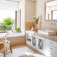 On this occasion we will do the same, but for the bathroom. Designing a bathroom is not… Bad Inspiration, Bathroom Inspiration, Bathroom Styling, Bathroom Interior Design, Family Bathroom, Master Bathroom, Bad Styling, Elegant Curtains, Small Toilet