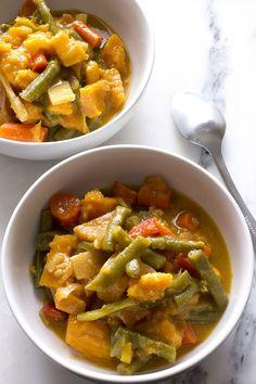 One Pot Vegan Thai Curry - healthy, easy vegan recipe! Easy Healthy Recipes, Asian Recipes, Vegetarian Recipes, Vegan Foods, Vegan Dishes, Vegan Thai Curry, Healthy Eating Meal Plan, Homemade Curry, Dessert