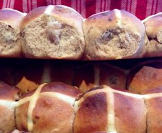 Recipe Best Hot Cross Buns - light & fluffy by BethyN, learn to make this recipe easily in your kitchen machine and discover other Thermomix recipes in Baking - sweet. Thermomix Bread, Thermomix Desserts, Sweet Recipes, Cake Recipes, Bread Recipes, Easter Lunch, Easter Party, Sweet Dough, Hot Cross Buns