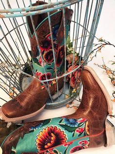 Lovin' this new spin on Ariat cowgirl boots
